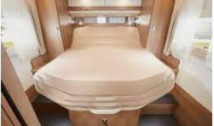 Malibu I 440 QB 4 berth 6.99m motorhome Bedroom